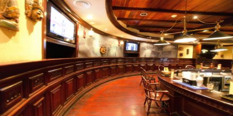 brunch Dubai Long's Bar - Towers Rotana brunch