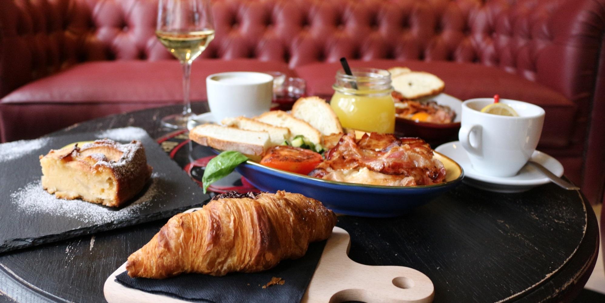 Brunch CrudoCotto Prosciutto Wine Bar & Restaurant (20121 Milano)